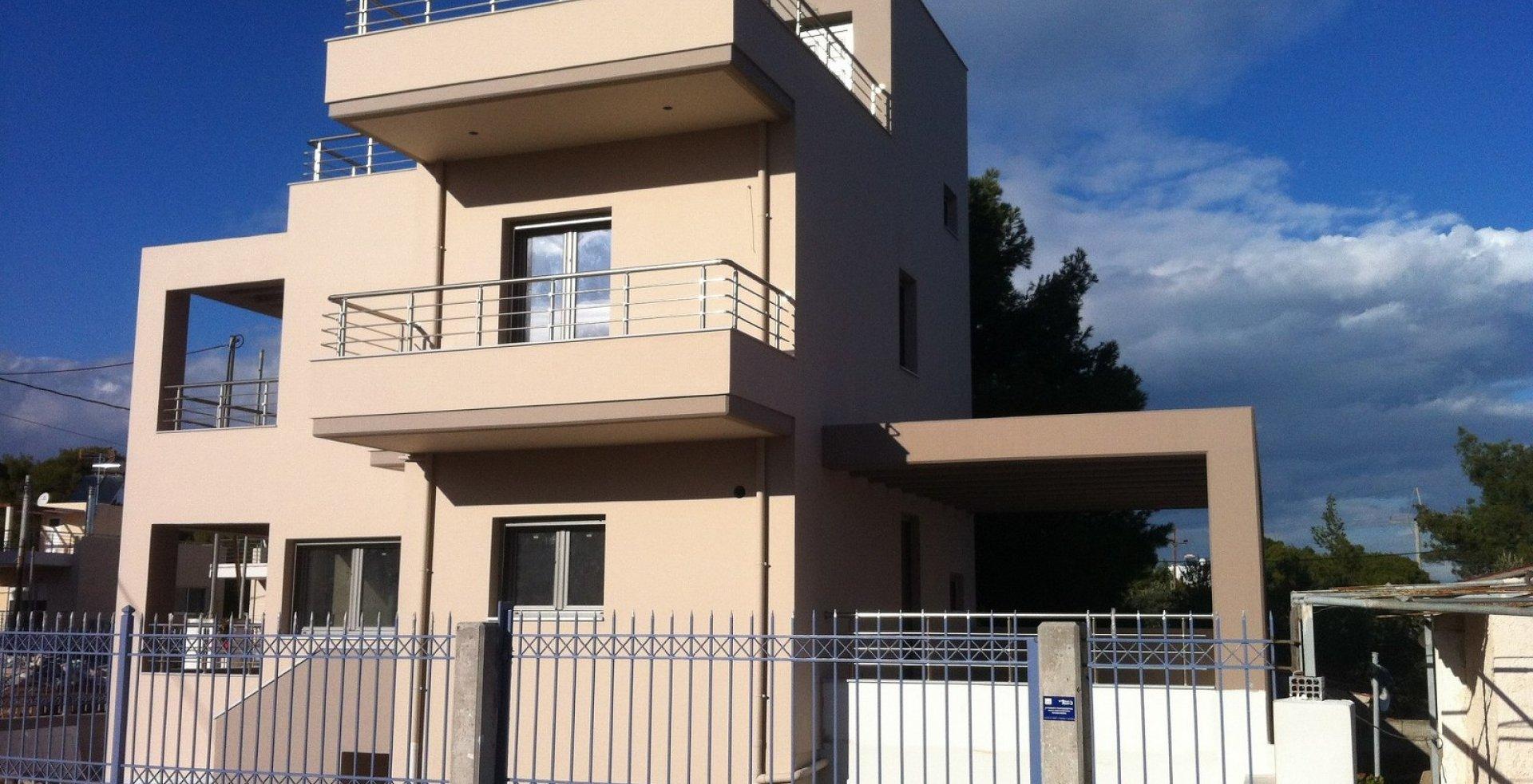 Εξωτερική όψη νέας κατοικίας στην Αρτέμιδα